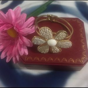 Jewelry - Gold plated Pearl flower bangle